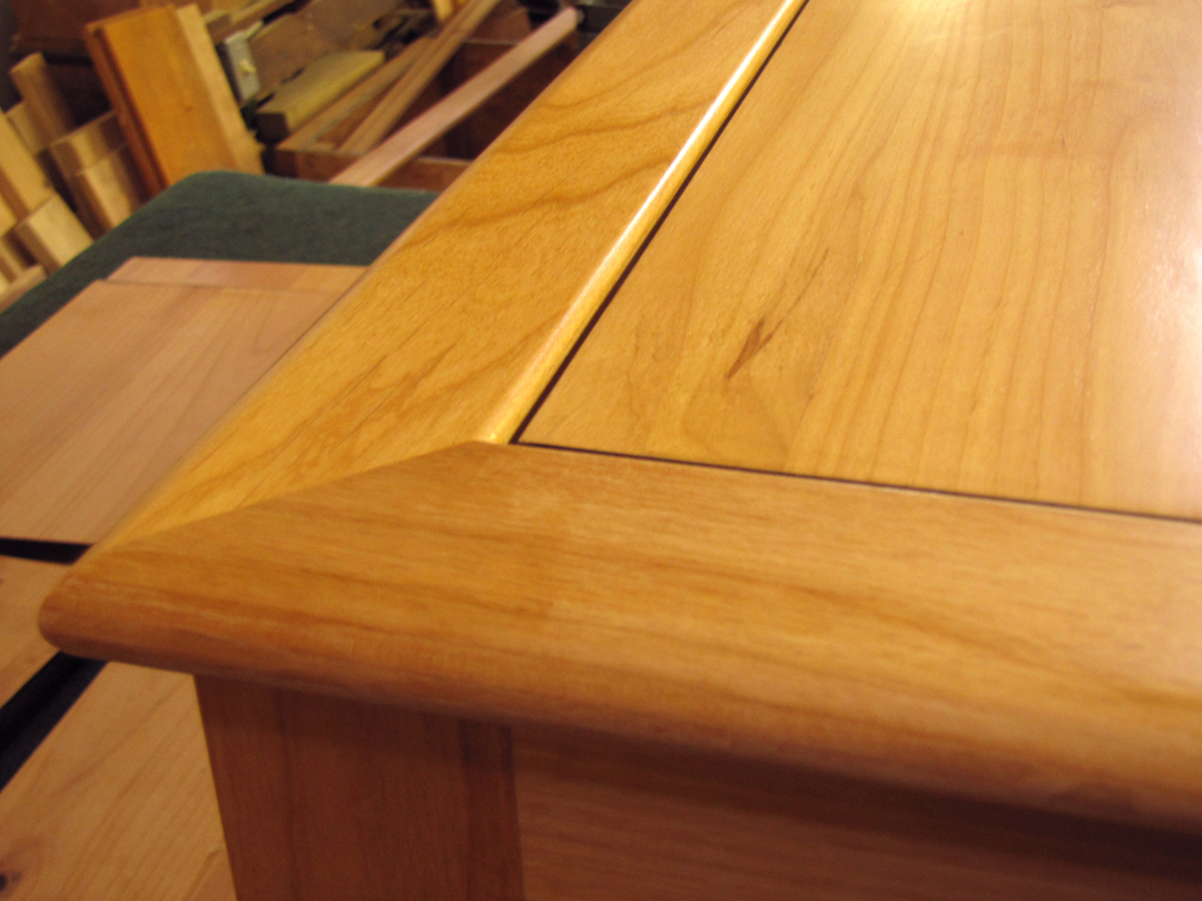 Alder window seat top detail
